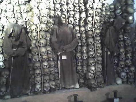 Rome-wall_of_bones