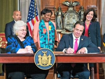 cuomo-signs-abortion-law-new-york-640x480